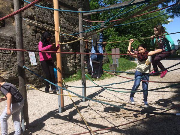 Klettergerüst Mit Seilen : Volksschule mülln kletterspielplatz am mönchsberg